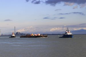 FAIRPLAY 33 met H-122 naar zee