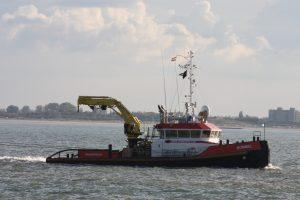 Bommel met dubbele sleep naar Zweden. Stuurboot was de Union Ruby.
