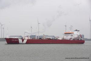 Iver Ability verlaat Eemshaven met behulp van Gruno V