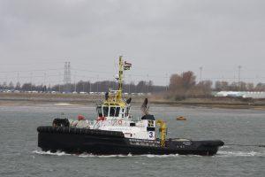 Multratug 3 met sleep CC Atlantique naar Hoboken, stuurboot Multratug 26. (19-03-17)