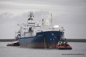 Waterstroom en Waterstroom assisteren CHL Innovator bij afmeren in de Eemshaven
