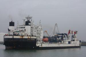 Norne met op sleep de Cable Enterprise naar de Buitenhaven op 16-11-17.