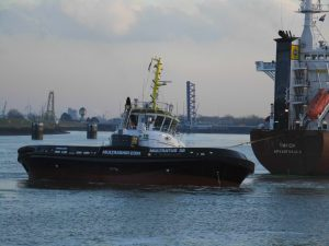 First assistance of Carrousel Rave Tug Multratug 32