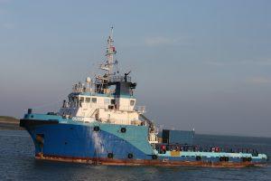 Dutch Blue op 23-10-16 naar de binnenhaven van Vlissingen.