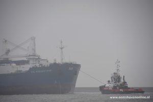 CHL Progressor met twee sleepboten de Eemshaven in