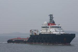 Bylgia met op sleep H-541 op 10-02-17 naar de Sloehaven