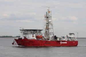 Boorschip Bucentaur op 16-05-17 naar de Sloehaven