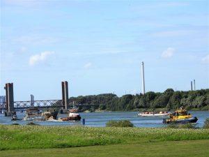 MTS VIGILANT met sleep op de Oude Maas