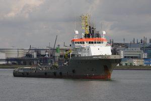 Union Lynx met op sleep de CC Atlantique uit de Sloehaven op 20-09-17.