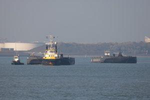 NEPTUN 11 binnengekomen met de pontons NP459 en NP460