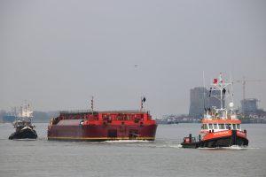 MTS VALOUR & LIMBURGIA met ponton TERRA MARIQUE