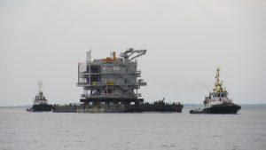 Multratug 20 met Osprey Valiant vanuit Antwerpen naar haar lokatie op zee.
