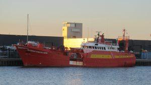 Glomar Endurance & Coastal Chariot