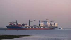 CMA CGM Africa Three met Multratug 27