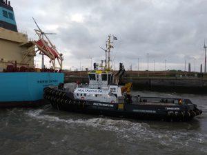 Fairplay I & Multratug 29 with Maersk Cayman