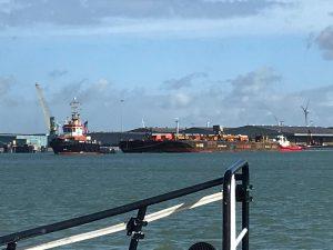 BUGSIER 30 met H406 naar zee