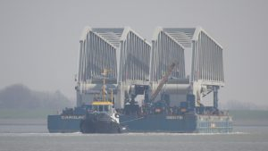 MULTRATUG(s) slepen ponton met brugdelen van Gent naar Antwerpen