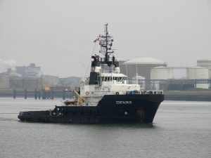 Centaurus met Wagenborg Barge 9