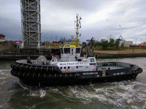 Multratug 31 met Laura Maersk