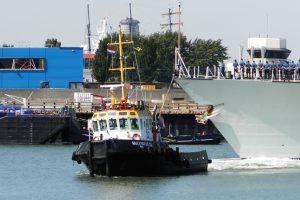 Multratug 22 & Karin met HMCS St. John's 340