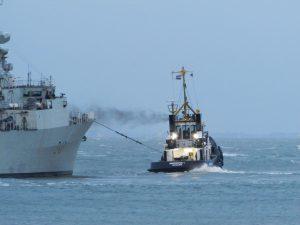 Multratug 28 & Multratug 1 met HMCS St. John's 340