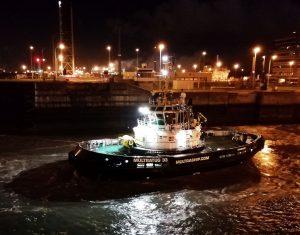 CRT Multratug 33 met Lica Maersk