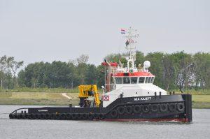 Sea Juliett transport ponton E1506 met stuurboot Thyra