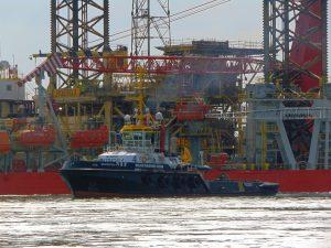 AH Varazze, Multratug 3, 4, 28 & VB Seine met Energy Endeavour