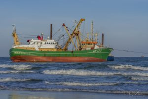 MULTRASHIP trekt vastgelopen viskotter SURSUM CORDA – UK 172 weer vlot  ( DEEL VII – 27.07.2020 )