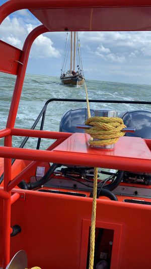 MULTRASHIP Rescue 2 schiet zeiljacht te hulp op de rede van Vlissingen