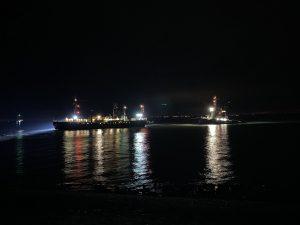 Loodsboot 1 vast bij groene havenlicht Buitenhaven