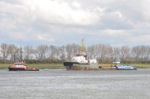 MTS Valiant met Smit Angola en stuurboot Mantra