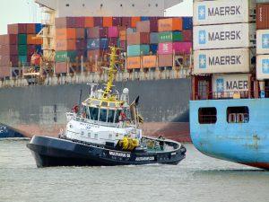 Multratug 32 met Maersk Batam