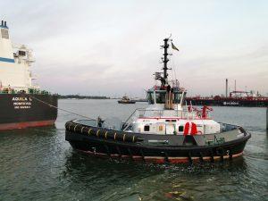 Tug 50 & Tug 52 met Aquila L